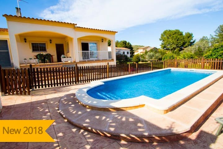 Catalunya Casas: Villa Mas Borras, nestled in the hills of Costa Dorada, only 3km from the beach!