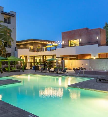 Luxury Pool View! 2BD / 2BA @Brio Walnut Creek