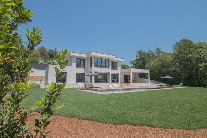 "SPLENDID ARCHITECT DESIGNED ""Villa Les Colles"""