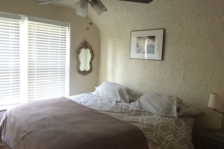 Charming home, bed waiting - Elgin - House