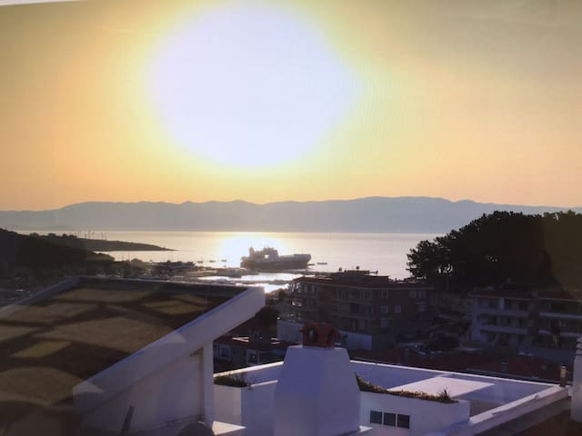 GREAT HOLIDAY  VILLA BY SEA VIEW WITH PRIVATE POOL - Çeşme - Villa