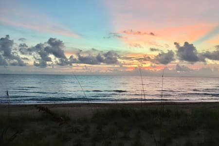 Breathtaking Beach/Island Condo 2BR - Jensen Beach