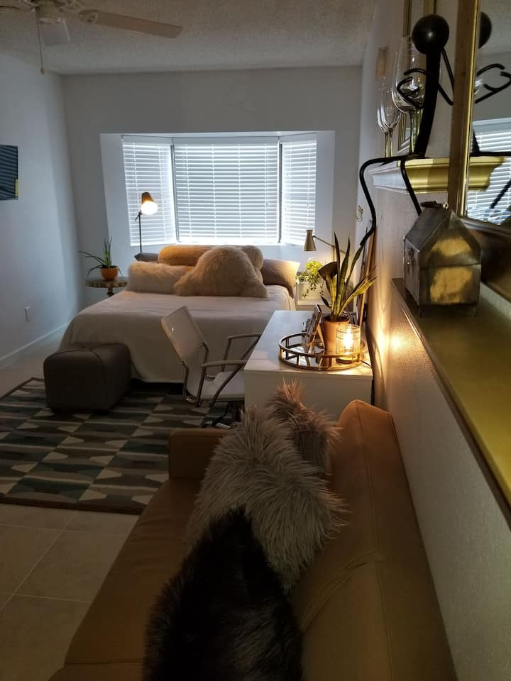 Cozy modern studio in Glendale AZ