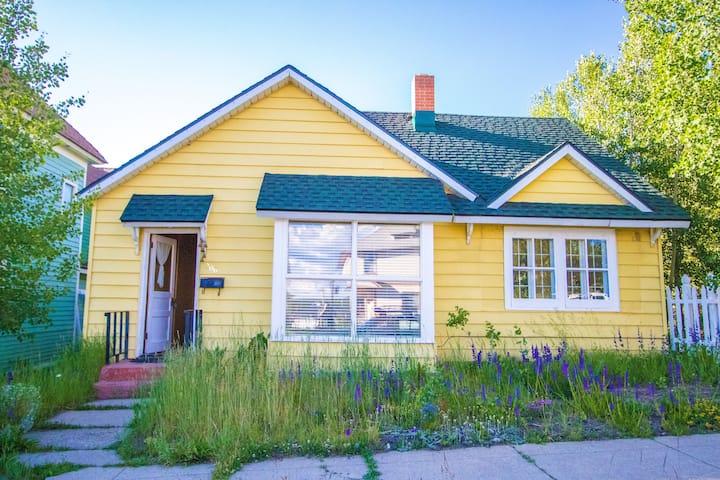 Historic Victorian Cabin in heart of Leadville