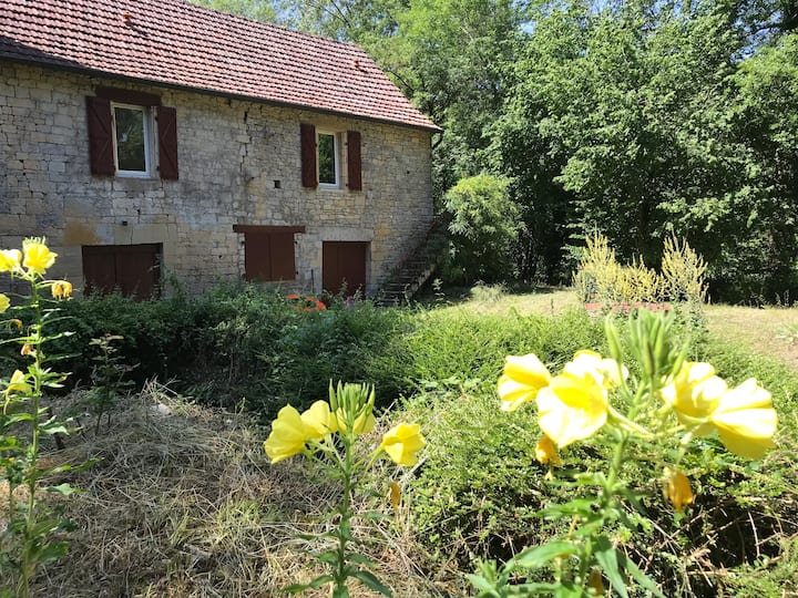 Ancien moulin en plein nature. Accès ruisseau!