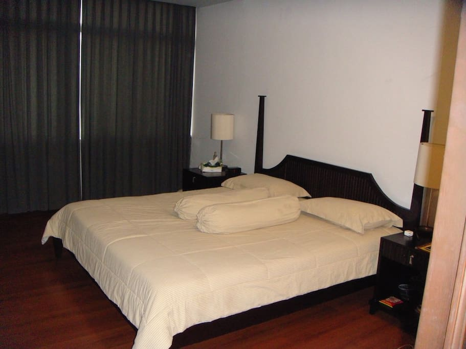 Master bedroom in townhouse cipete south jakarta for Master down townhomes