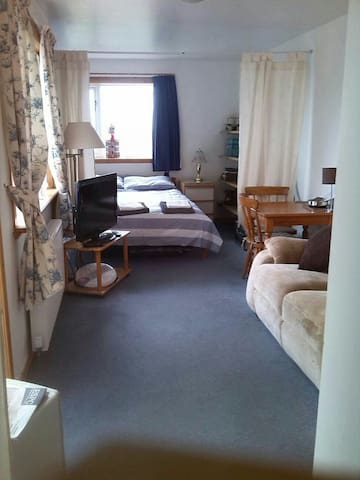 Self Contained Studio Edinburgh, Free Parking - Currie - ห้องชุด