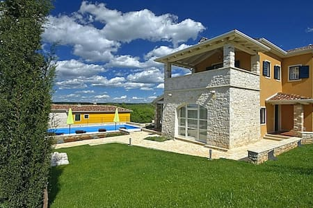 Villa Salvea with View and Pool - Montižana - 別荘