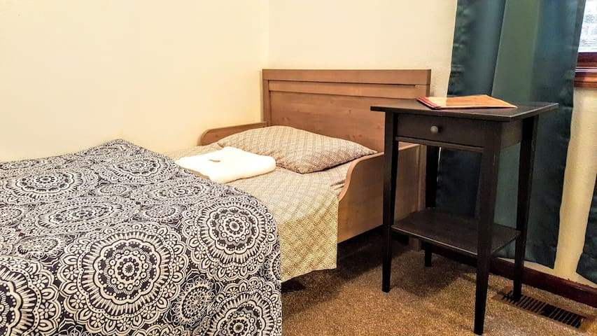CENTRALLY LOCATED LOW BUDGET ROOM & PARKING