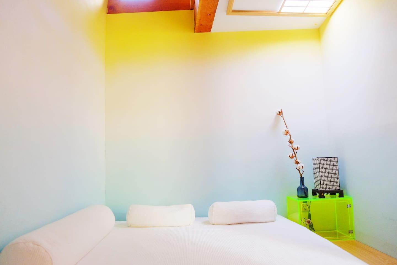Room4  - Bed