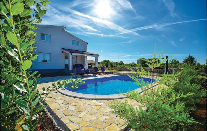 Awesome home in Drinovci with WiFi and 5 Bedrooms