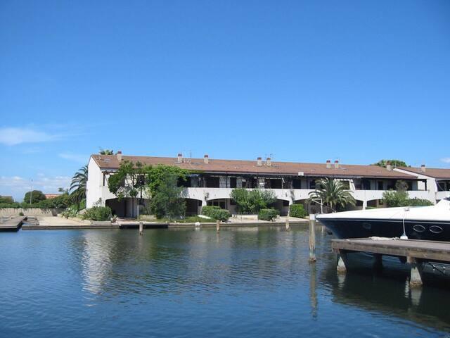 """Villa """"Terra Mare"""" sulla darsena Laghi di Sibari"""
