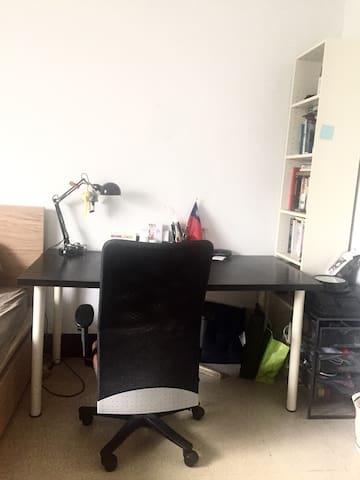 書桌、書櫃