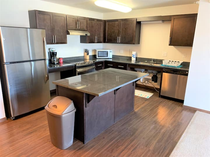 Main floor 3 bed, 2 bath apartment in Watford City
