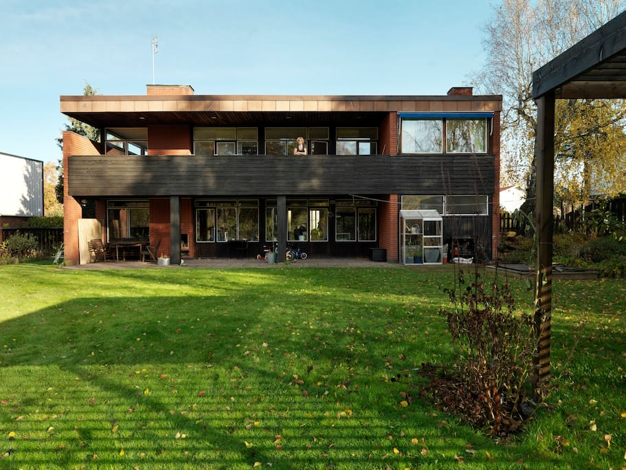 Cool Spacious 1960s House With Perfect Location Houses