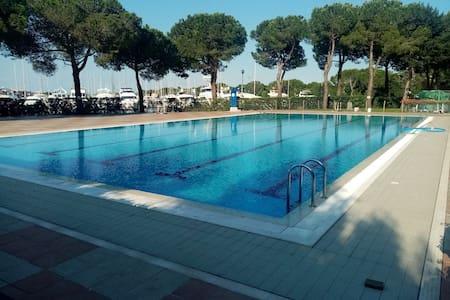 Aprilia Marittima  con piscina e vista mozzafiato