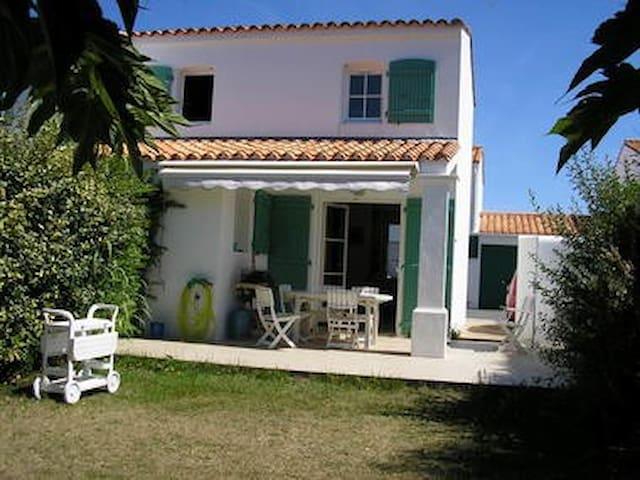 Petite maison avec jardin à deux pas de la plage
