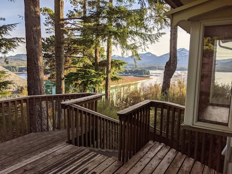 Quiet Studio with Private Deck and Views