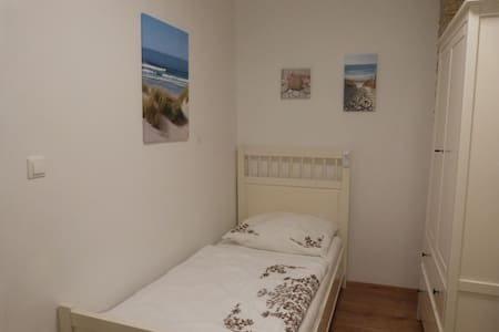 Small cute room with pool near ACV, UNO and Danube