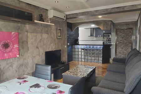 Moderno apartamento con Wifi, muy bien comunicado.