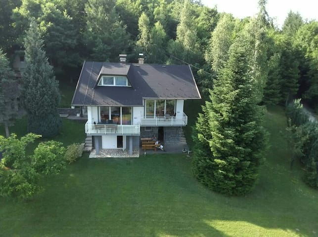 """Wolf's Plane"" Luxury Isolated Mountain House"