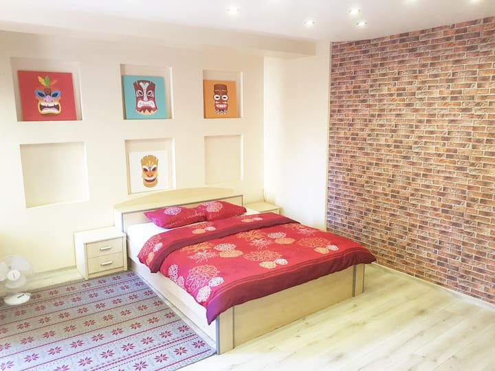 Apart with private entrance. Cleaning fee INCLUDED