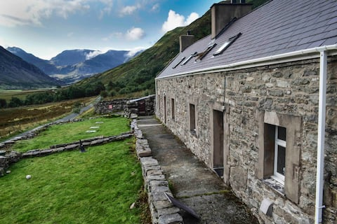 Snowdonia Mountain Hostel with stunning view