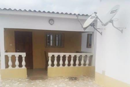 Studio niché sur le toit d'un immeuble -Lomé Witi