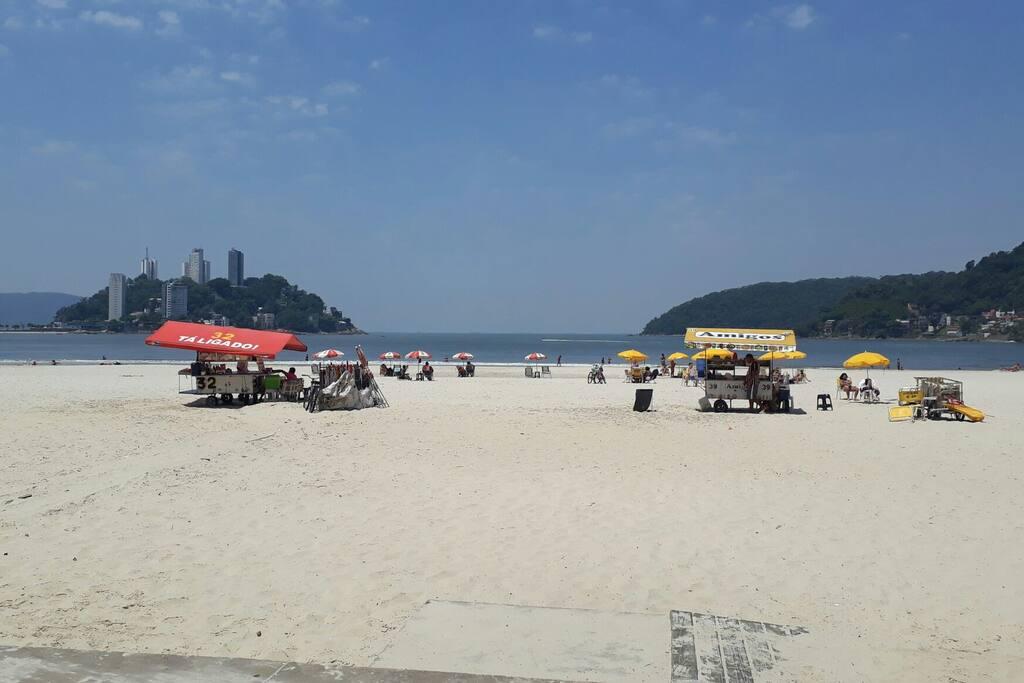 Praia a 20 metros Pé na Área.