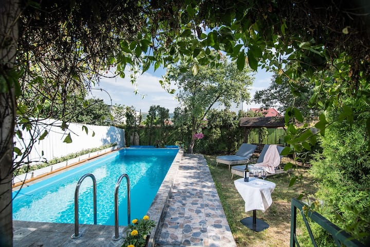 Casa Stella Central villa with heated outdoor pool