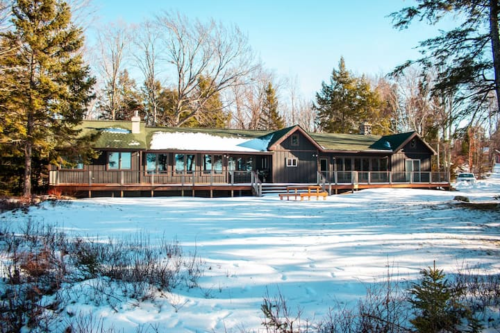 AU TRAIN ISLAND VIEW LODGE (LAKE SUPERIOR):Snowmobile right from the property!