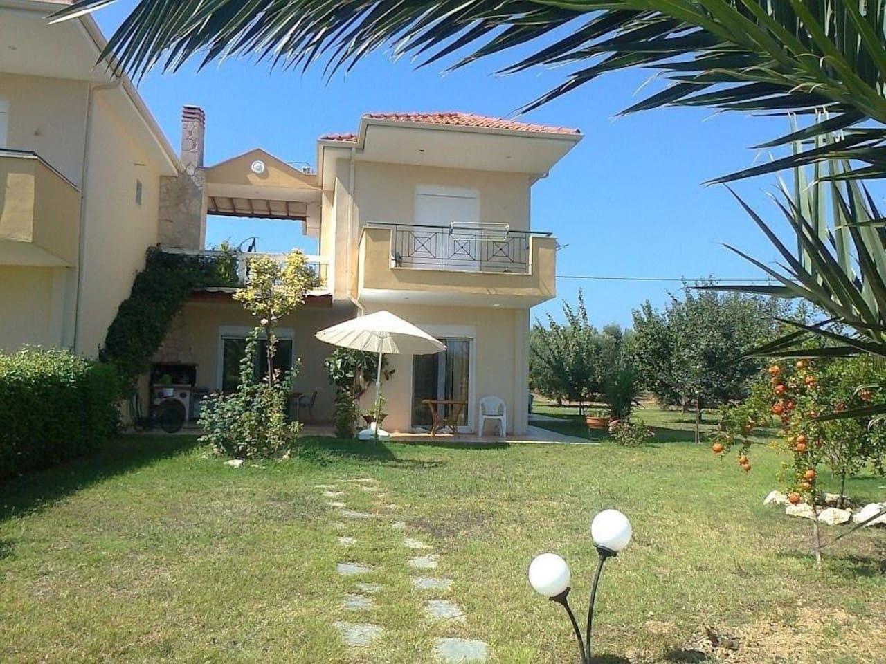 Private House with 500sq m private garden and 5000 sq m total garden and pool