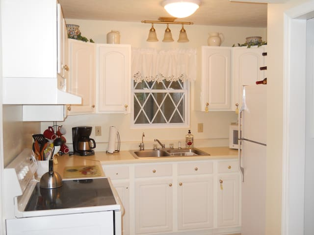 This is a fully equiped kitchen so enjoy!