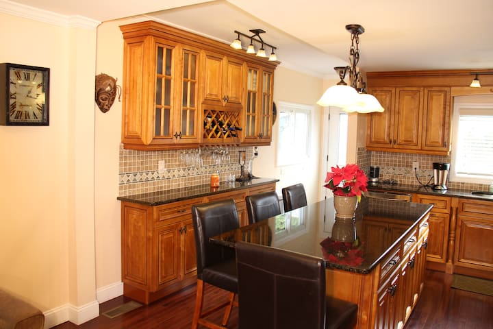 Quaint and Immaculate 3 br duplex - Greenwich - Casa adossada