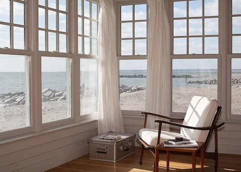 Connecticut Beach Front Cottage, Lovely Views!