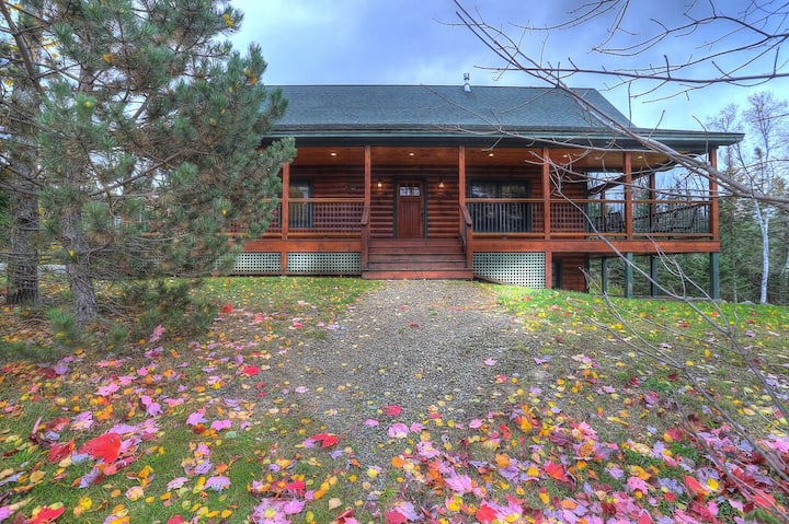 🐾28 Bunker Ave - Rangeley Resort home with shared access to Rangeley Lake