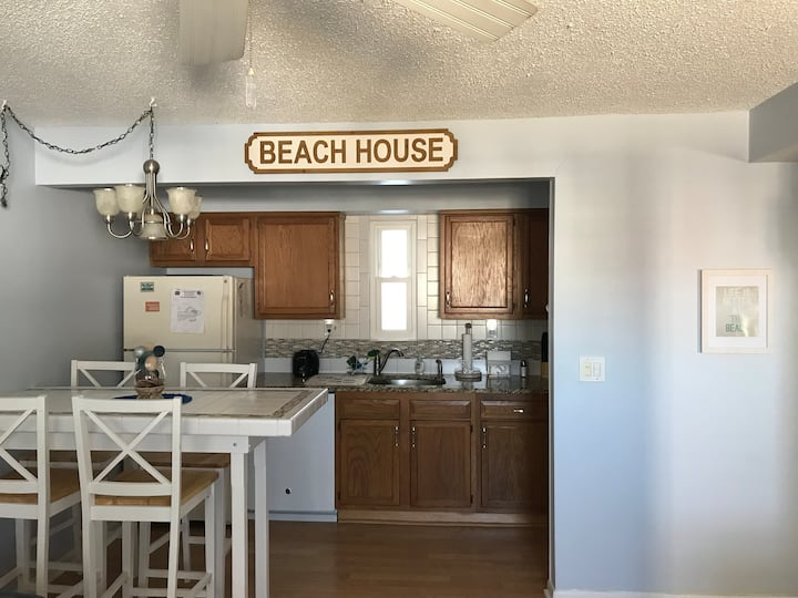Great Location For Your Beach Vacation !!!