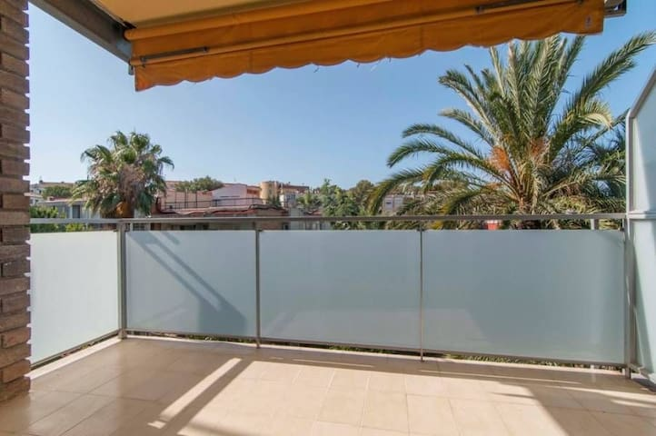 Sitges, Sunny and cosy flat   HUTB-018032