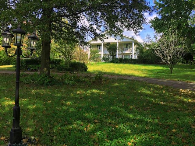 Sam's Mansion 6+6 (8,000 SF) $995+ - Bentonville - Villa