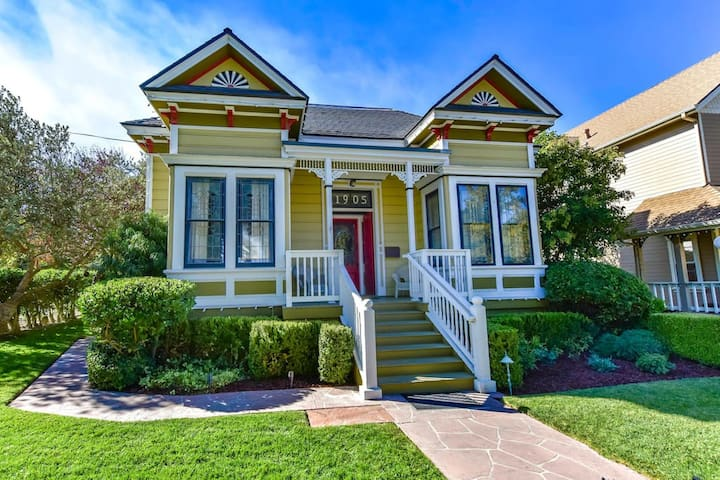 On The Vine - 4BR/2.5BA Downtown Paso Victorian