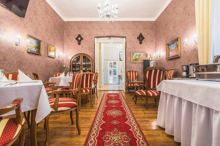CenterCity Apartments - historic pension (B&B) - Prešov - Bed & Breakfast
