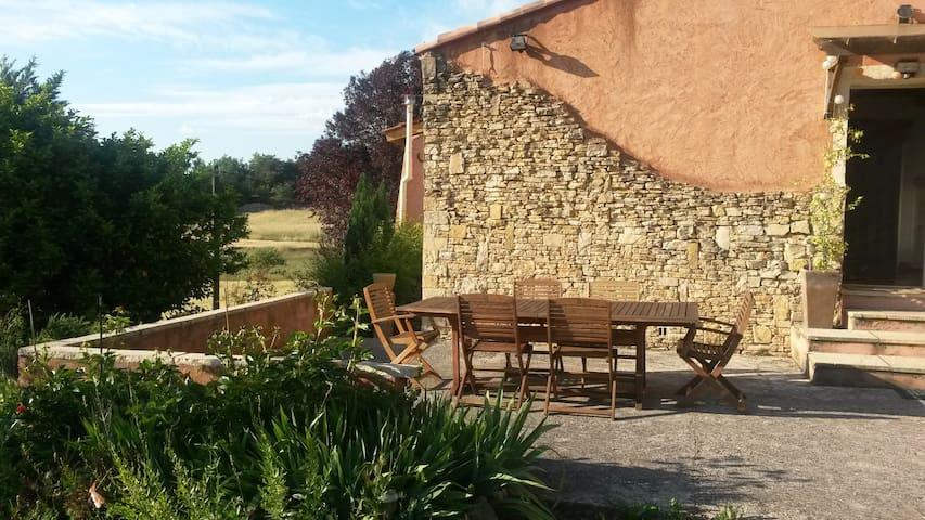 Joli T1 indépendant à la campagne en Provence - Chateauvert