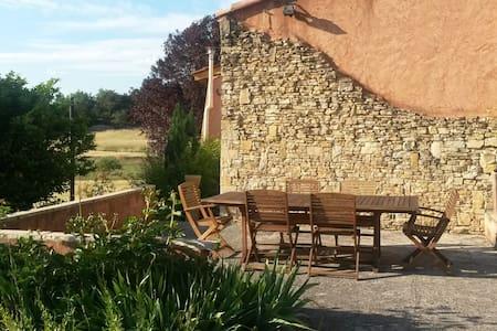 Joli T2 indépendant à la campagne en Provence - Chateauvert