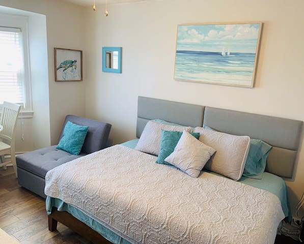 Prime Beach-Block Location: Clean Coastal Condo