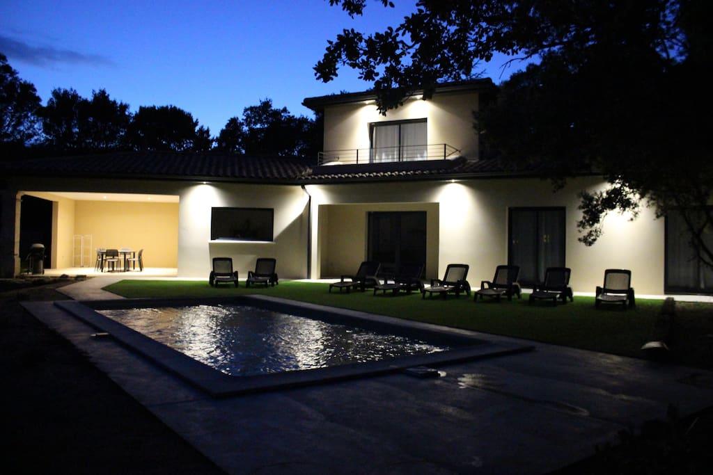éclairage de nuit de la villa