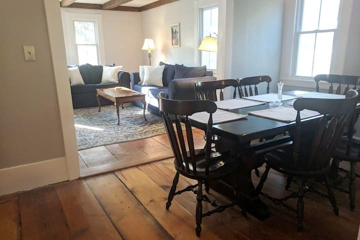 Charming house minutes from Wolfeboro center