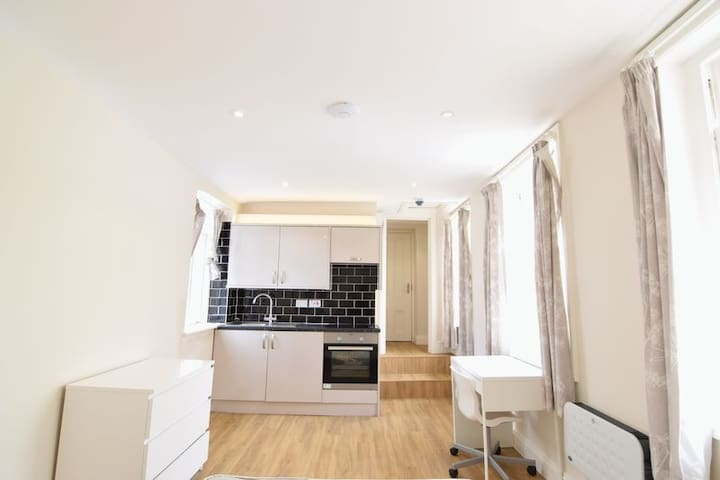 Modern Studio in Central Seafront Location - Hove - Appartement