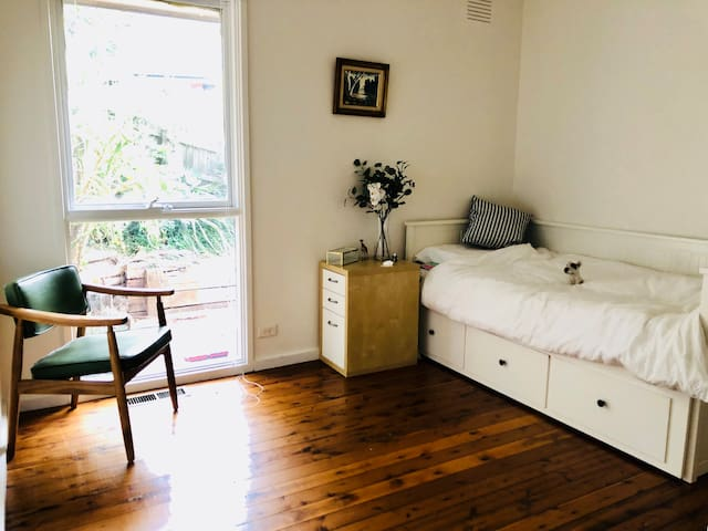 Peaceful room near Yarra velly