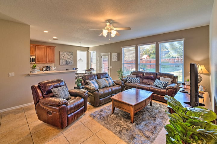 Spacious Home w/ Pool Access - 5 Miles to SeaWorld