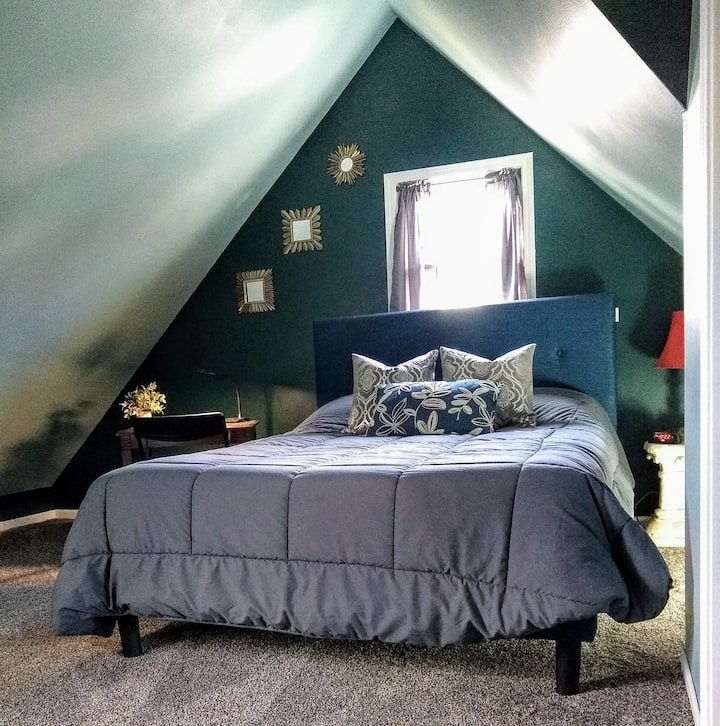 Beautiful guest suite in charming neighborhood